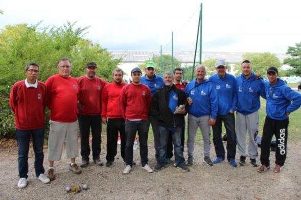 Les champions masculins lors de la finale contre BRON
