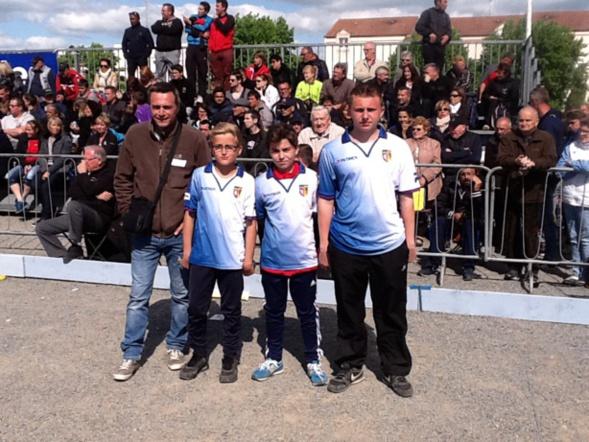 Nos cadets LACONDEMINE Florian - DUMONT Dorian - JACOB Yohann et leur coach LACONDEMINE Philippe se sont qualifiés pour le championnat de France à VARENNES SUR ALLIER