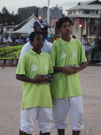 L'équipe de Djannick NAGAMAN de la Guadeloupe, championne Antilles-Guyane 2011 en doublette