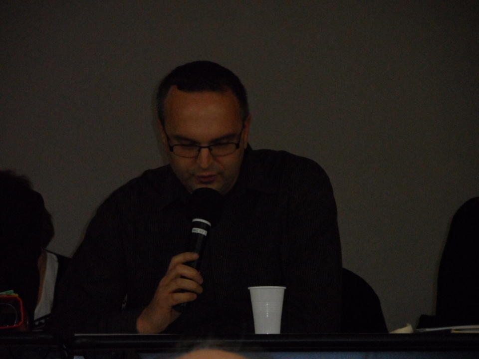 Vincent BONNEFOY lit de compte rendu de la commission jeunes