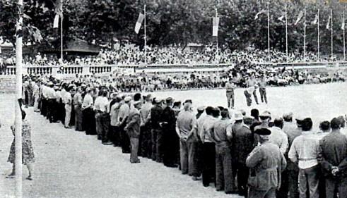 Place du Champ de Mars à Béziers en 1961 (CF Triplette senior pétanque)