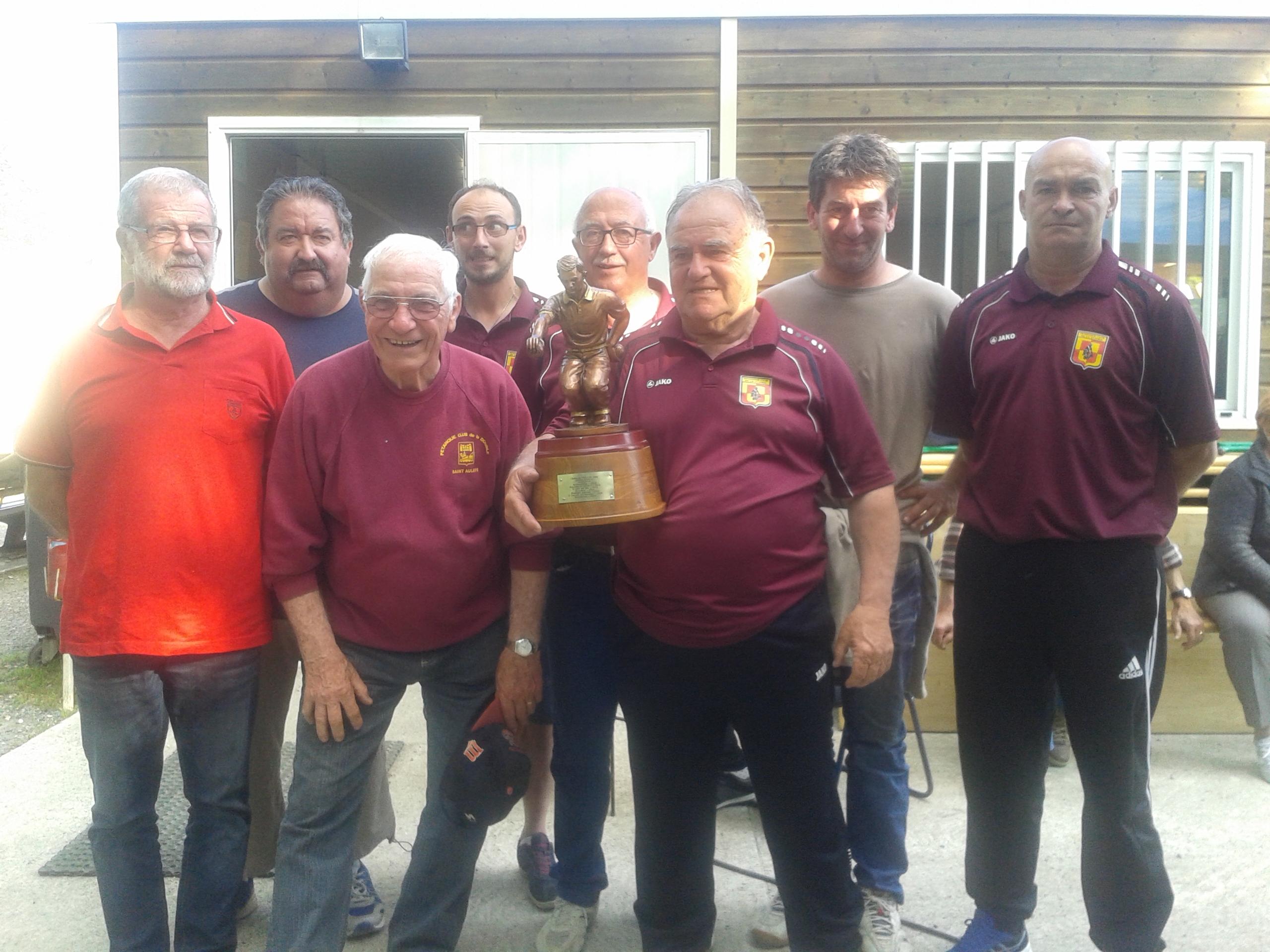 Le Pétanque Club de la Double remporte le Challenge Alain FERLAND et aura en charge l'organisation de l'édition 2017.Rendez vous en juillet.....