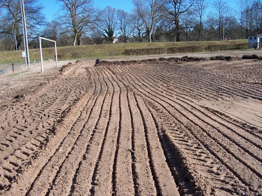 Le nouveau terrain de p tanque vallonnais en construction - Construction terrain de petanque ...