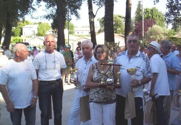 Henri CHIARI (Président JBAG) - Manfred WIEMELER (Président AVF Carpentras) avec Guy ROUBAUD - Christine BRES - Jean-Marie GLEIZE les vainqueurs de la journée régionale AVF 2012