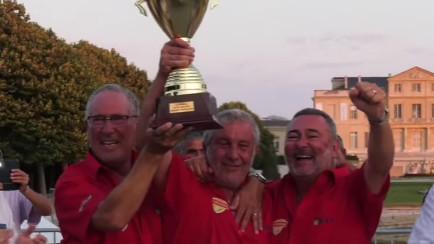 """""""Les Copains d'abord"""" chantait Geoges Brassens...Jean Pierre Bossy Miche Gastaldi et Gilles Grimaldier touchent le Graal et brandissent le Trophée du Provençal 2021 ! (Photo VM)"""