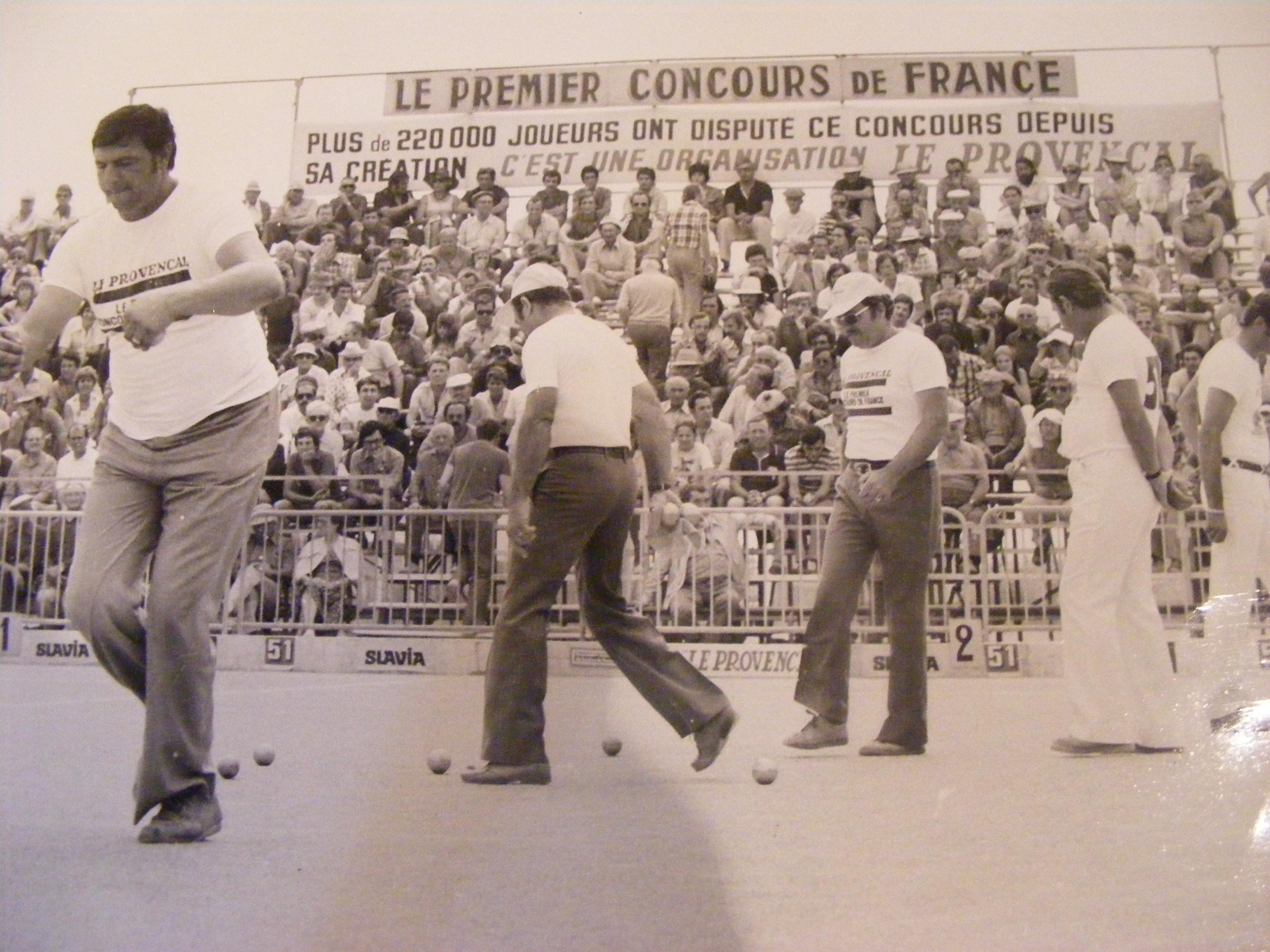 Demie finale du Provençal 1977 Loule Benoit Gonin va tirer...(Photo famille Salles)
