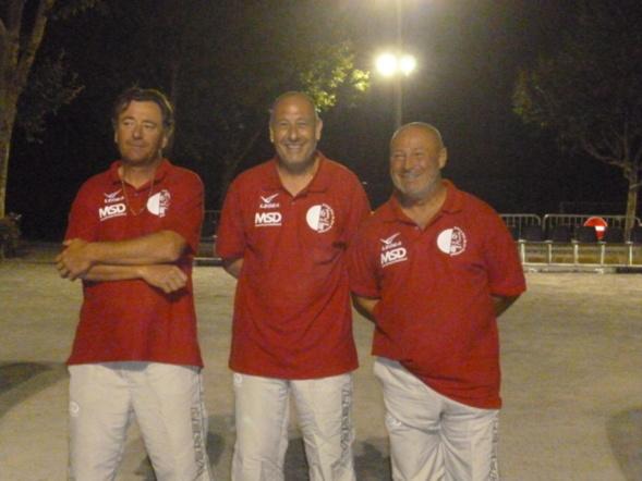 Franck ici au centre avec ses amis Franck KRITTER et Michel DAINA lors de la finale du Midi Libre 2013 perdue contre STIEVENART MATRAGLIA et VICENSINI. (Photo VM)