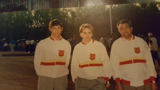 Gérard VIGUE ici à droite avec le blouson de Champions de Ligue au Championnat de France de Mandelieu 1989 avec son fils Jean-Marc VIGUE à droite et Jean-Marie EGIDO au centre.