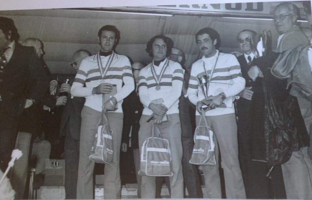 Le sacre de Champions 1976 à Digne, José PEREZ Sylvain CANU et René MUSSI viennent de battre Jean Pierre PARTENGO Georges BAIN et Paul GAMBA.