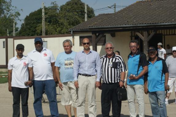 SGS Vaiqueurs, Président de ASCE CORBEIL,Adjoint au maire Mr Eric BRETONS , Arbitre Mr Lino VETTESE, les vice-champions AB CHILLY MAZARIN.