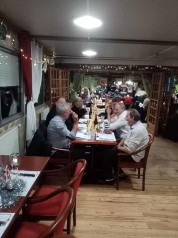 Repas a la guinguette Auvergnate soirée amicale et musicale.