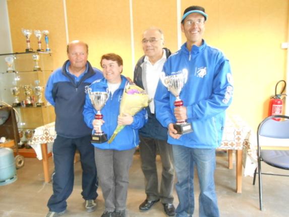 D. Tartarin (Prdt Club Breuillet) Lamoureux Nadine & Privat Pascal (Club Bovy) Champions et Mr le Maire B. Sprotti
