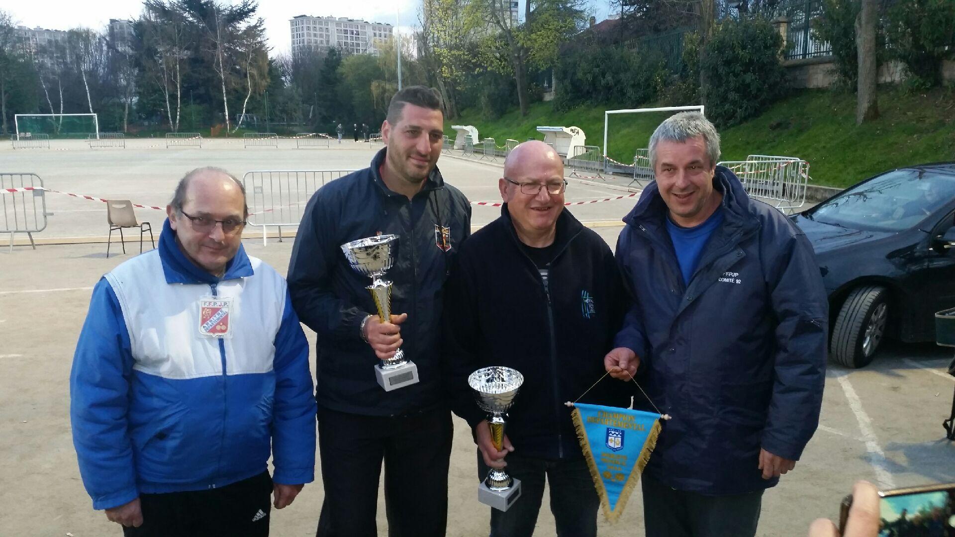Vincent Nervosi champion doublette provençal