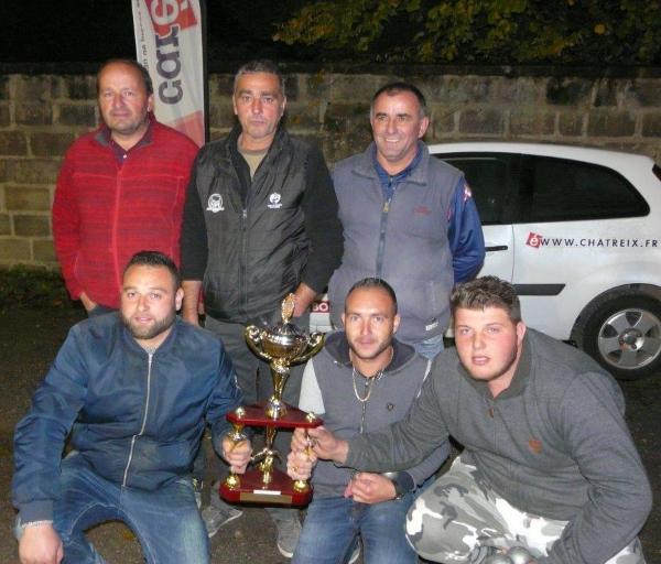 Accroupis les vainqueurs du concours & debout l'équipe homogène récipiendaire du trophée CHATREIX