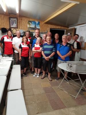 Les équipes de St Gérand le Puy et Rhue avant le petit casse Croûte amical