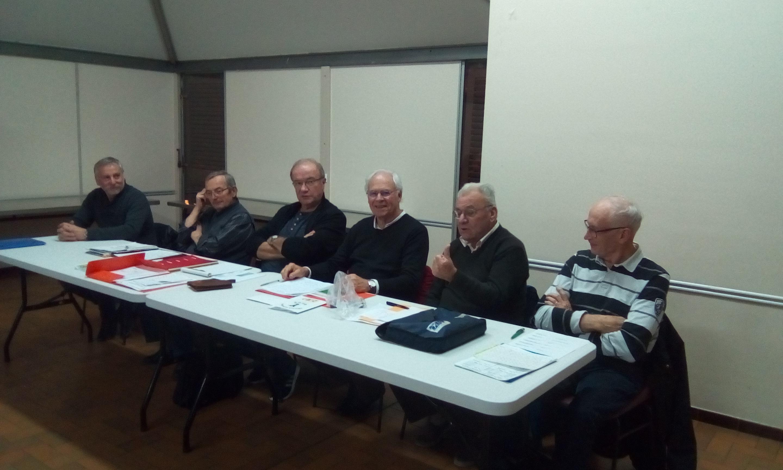 Le Président Paul VALLENET  accompagné de ses membres et M. le Maire  adjoint
