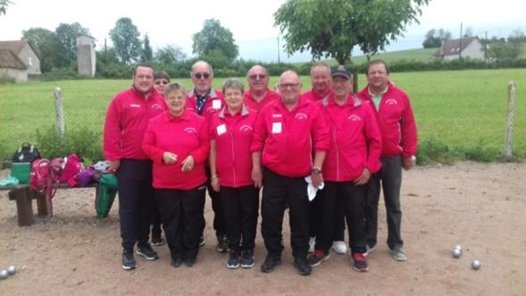 Les 5 équipes saint rémoises réunies pour la photo souvenir.