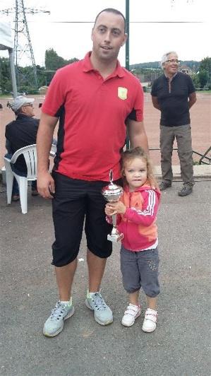 Le champion Nicolas avec sa fille Awena