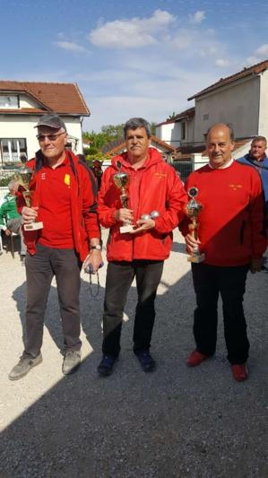 Jean-Luc, René et Nono avec les attributs des champions