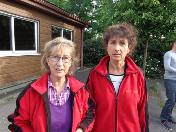 Fabienne et Annie lors de l'arrosage de leur titre de Championnes de l'Essonne 2014