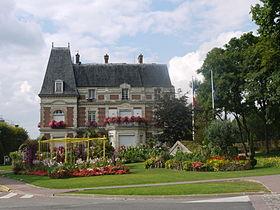 La Mairie de Claye-Souily est proche du club