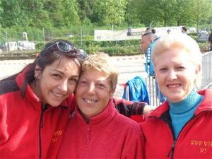Laetitia, Anita et Annie souriantes