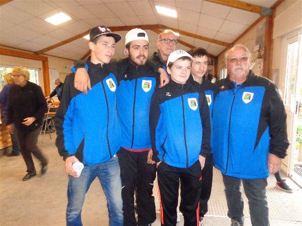 Les jeunes et les délégués : Christopher, Nicolas, Alexandre, Johnny, Pierre et Daniel