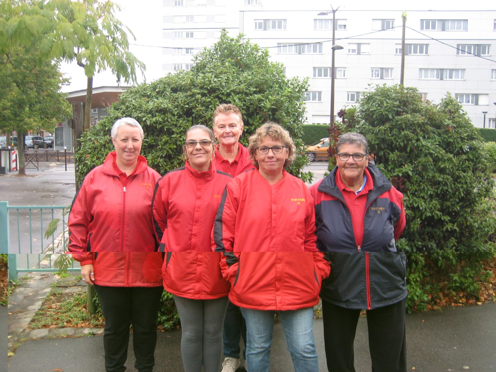 La SVCP 3 féminine vainqueur à Brunoy CSPP : Caroline, Isabelle, Annick, Isabelle (coach) et Claudine