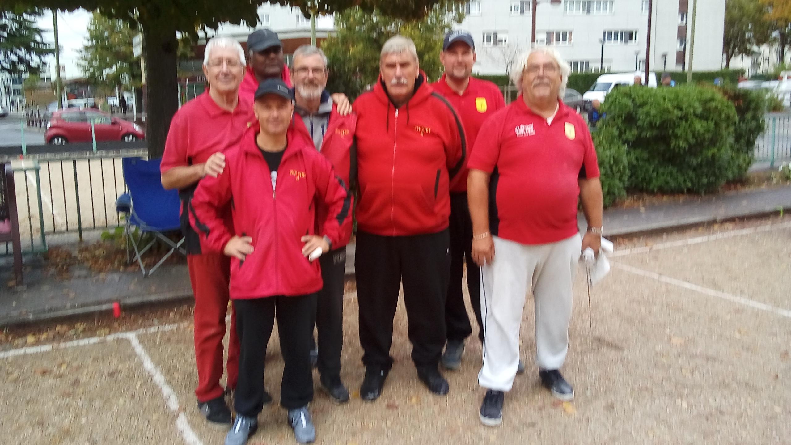L'équipe Senior SVCP 3  défaite par Saulx les Chartreeux, Alain (coach), Stéphane, Gérard, Christian, Jean-Michel, Guillaume et Robert