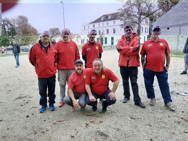 Debout :Gérard, Norbert, Laurent, René, Jean-Marc. Acccroupis : Aziz et Vincent