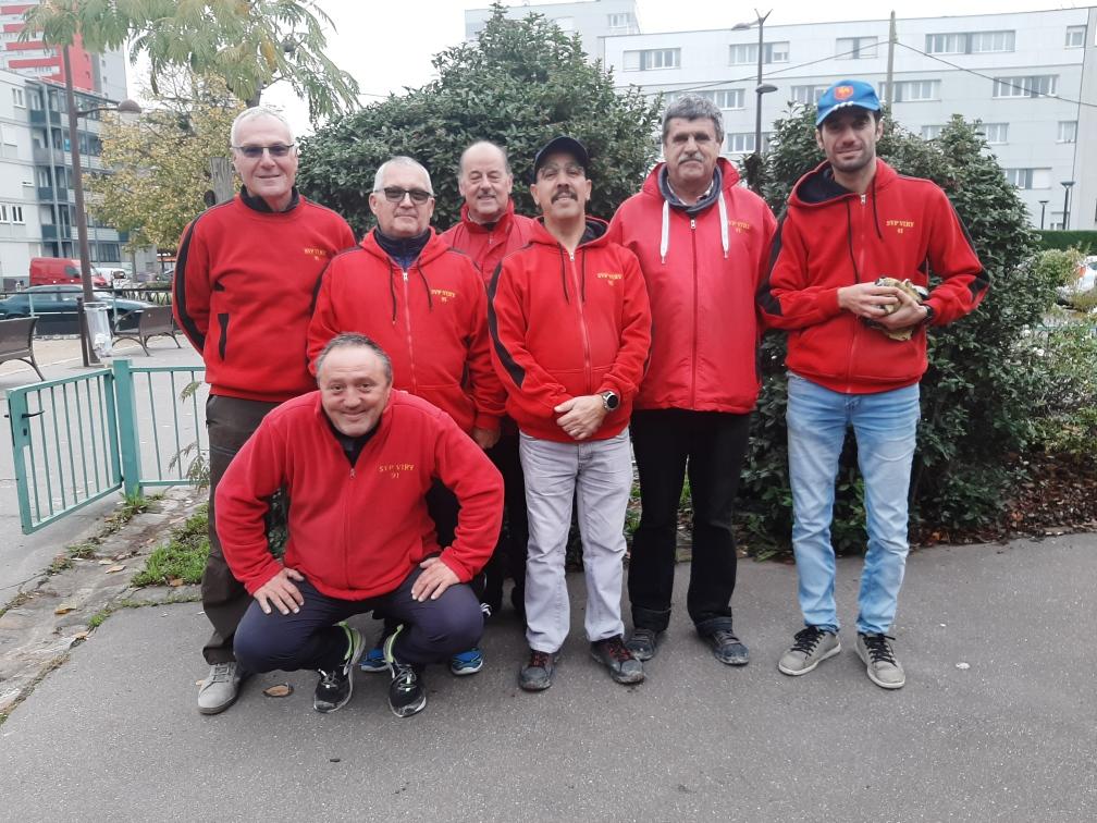 Jean-Luc, Gérard, Norbert, Aziz, René, Marc et accroupi, Vincent