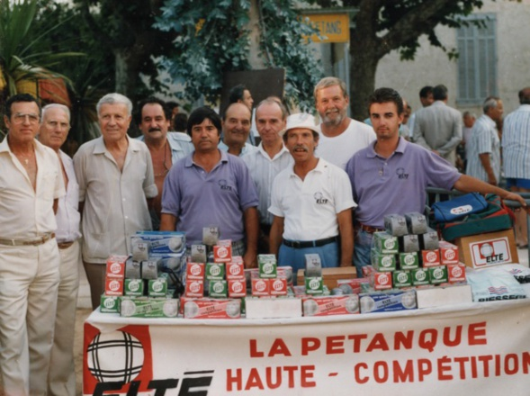 Souvenir de la grande semaine bouliste du Beach Club dans les années 80, on reconnait de gauche à droite ; GUIBILATO-PETRUZELLI-BERNARD-MARINI-COSENTINO-TOUSSAINT-THOMAS-FAZZINO-MESCHINI-COSENTINO