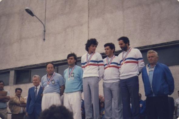 Le podium du championnat de France doublettes et individuels 1986 à ALBI on reconnait de gauche à droite LEBEAU-FOYOT - KASSI-FRAGNOUD et COULOMB