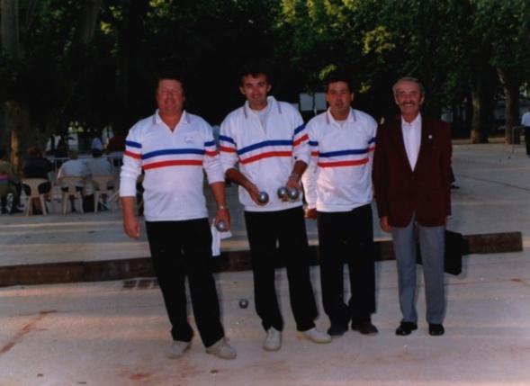 Les champions de France triplettes 1998 au Jeu Provençal > Daniel ABELLO - Eric VLADISCOVITCH - Rocco URSIDA