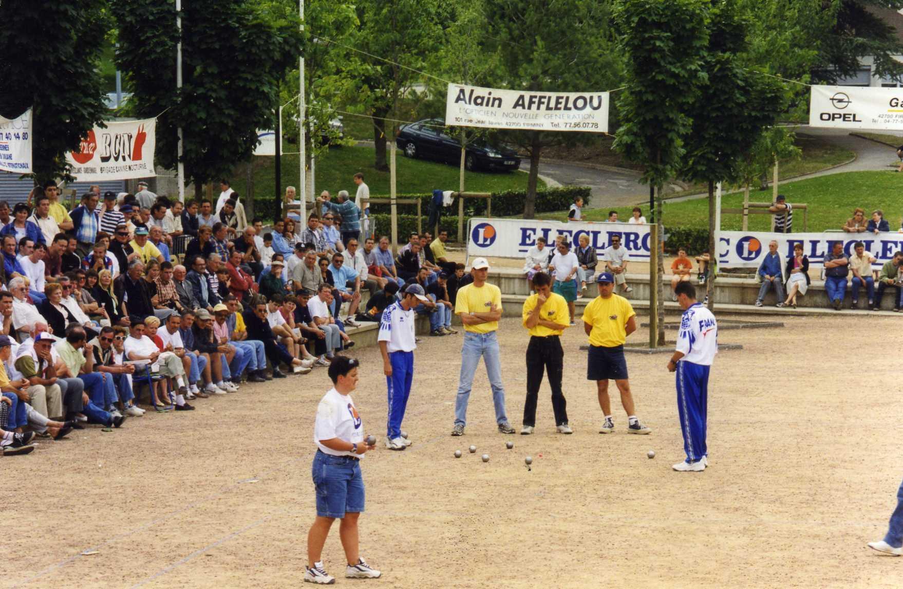 1/2 finale EUROPETANQUE de FIRMINY 1999 > RYPEN-LE DANTEC-HUREAU contre PIMENOFF-BOLLARO-BONNET