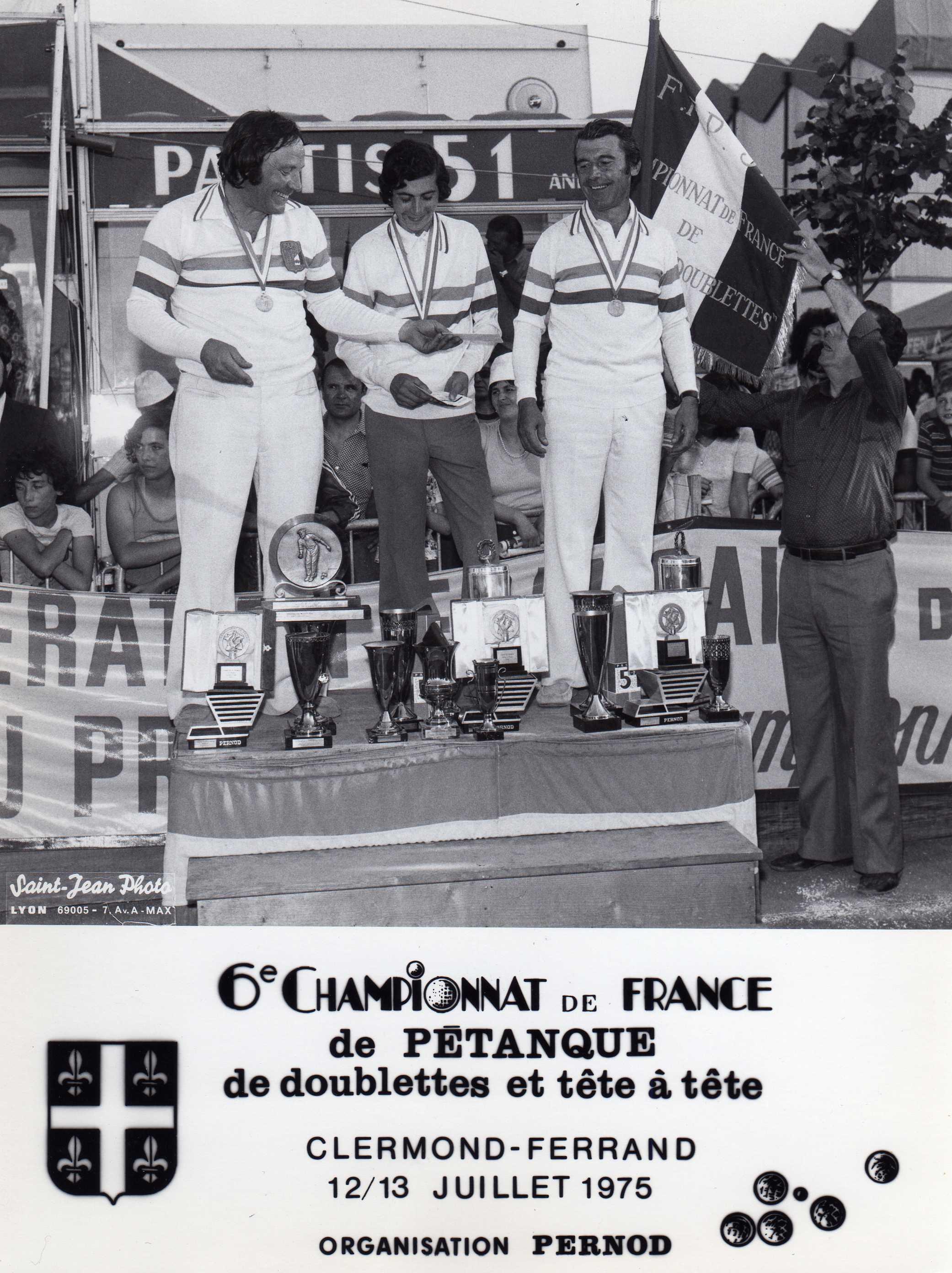 Les champions de France doublettes et individuel de l'année 1975 de gauche à droite Robert LEBEAU - Christian FAZZINO - Jean PAON