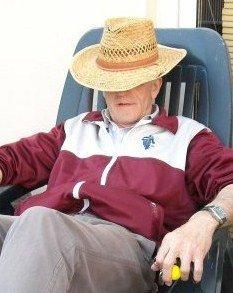 Le légendaire chapeau de notre ami scribe ,connu dans le monde entier,chutttttttt
