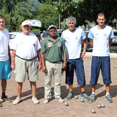 Ci-dessous à gauche l'équipe championne de la Réunion et à droite l'équipe de l'USCES Lucca Christian/Lucca Jean-François 1ère demi-finale